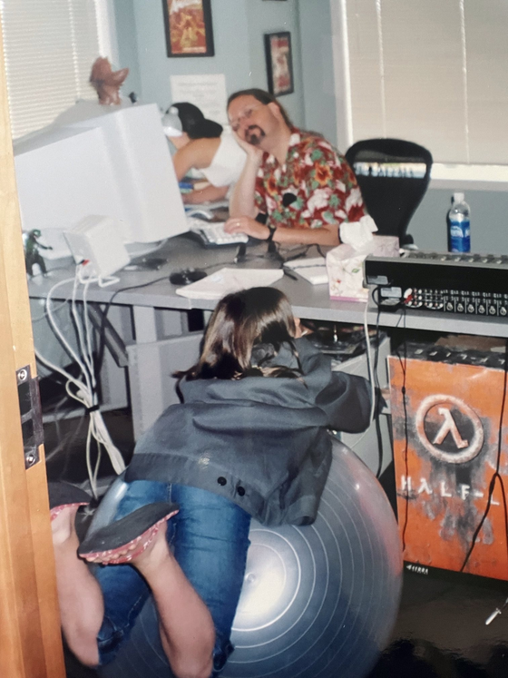 Marc Laidlaw writes the Half-Life 2 script with his daughters.  Somewhere at Valve, circa 2002