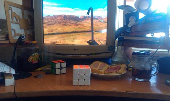 Сижу завтракаю и играю в Black Mesa!